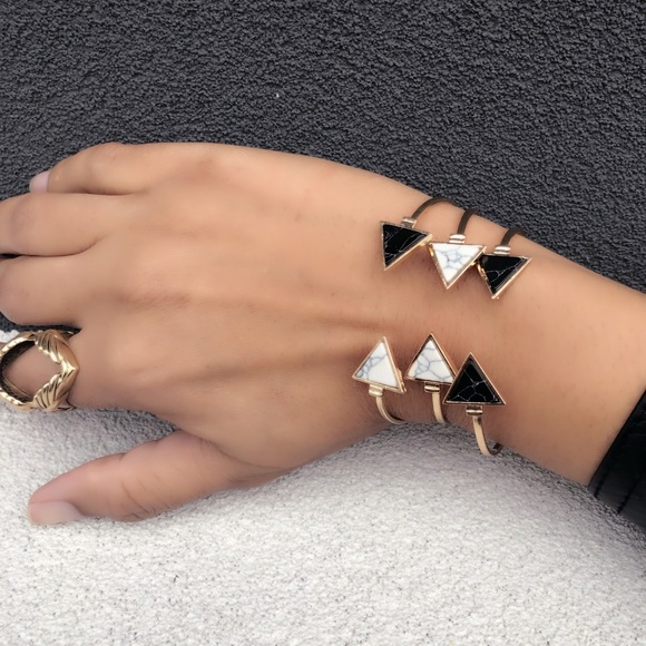 Evolving Always Jewelry - Fashion Bracelet Triangular Shapes Black / White
